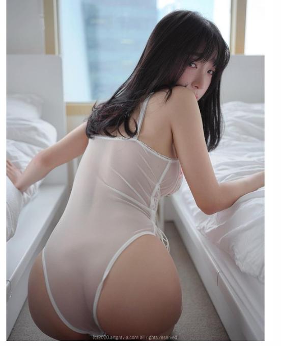 강인경 섹시한 시스루 의상 은꼴 뒤태 박음질 자세