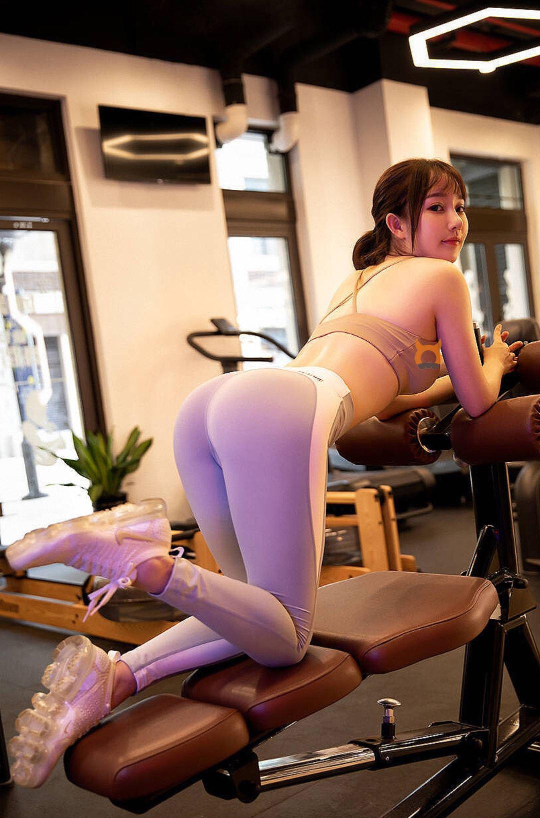 엉덩이 탱글한 헬스녀의 섹시한 레깅스 핏